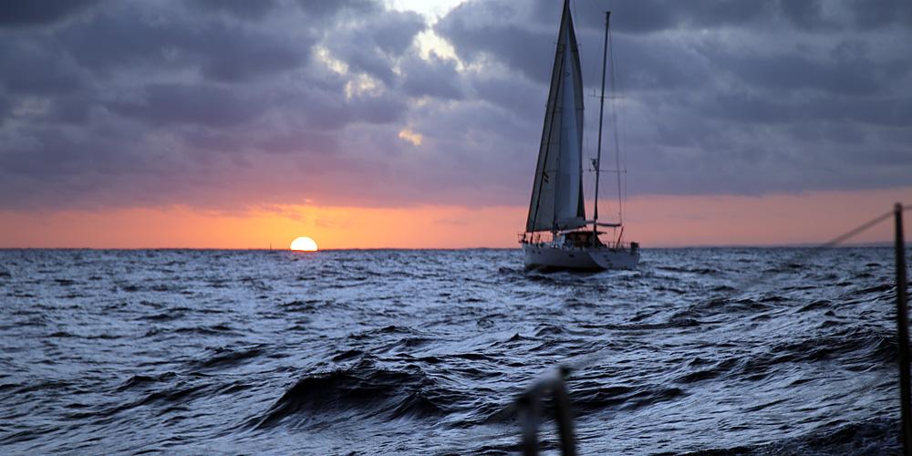 Segelyachten im sturm  Erfahrungsbericht: Blitzeinschlag auf Yacht vor Südafrika ...